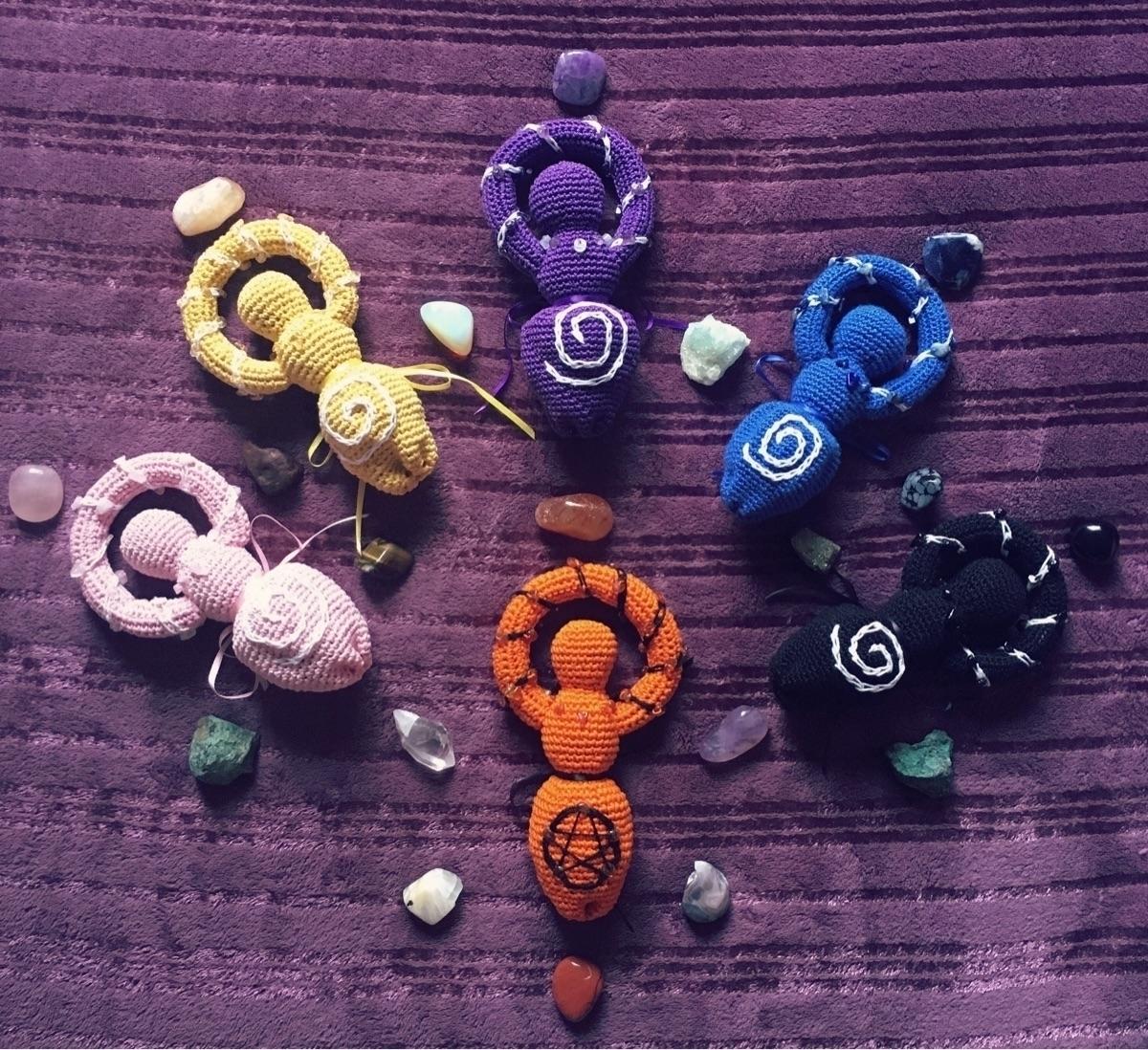 Eli Luna Crafts (@elilunacrafts) Cover Image