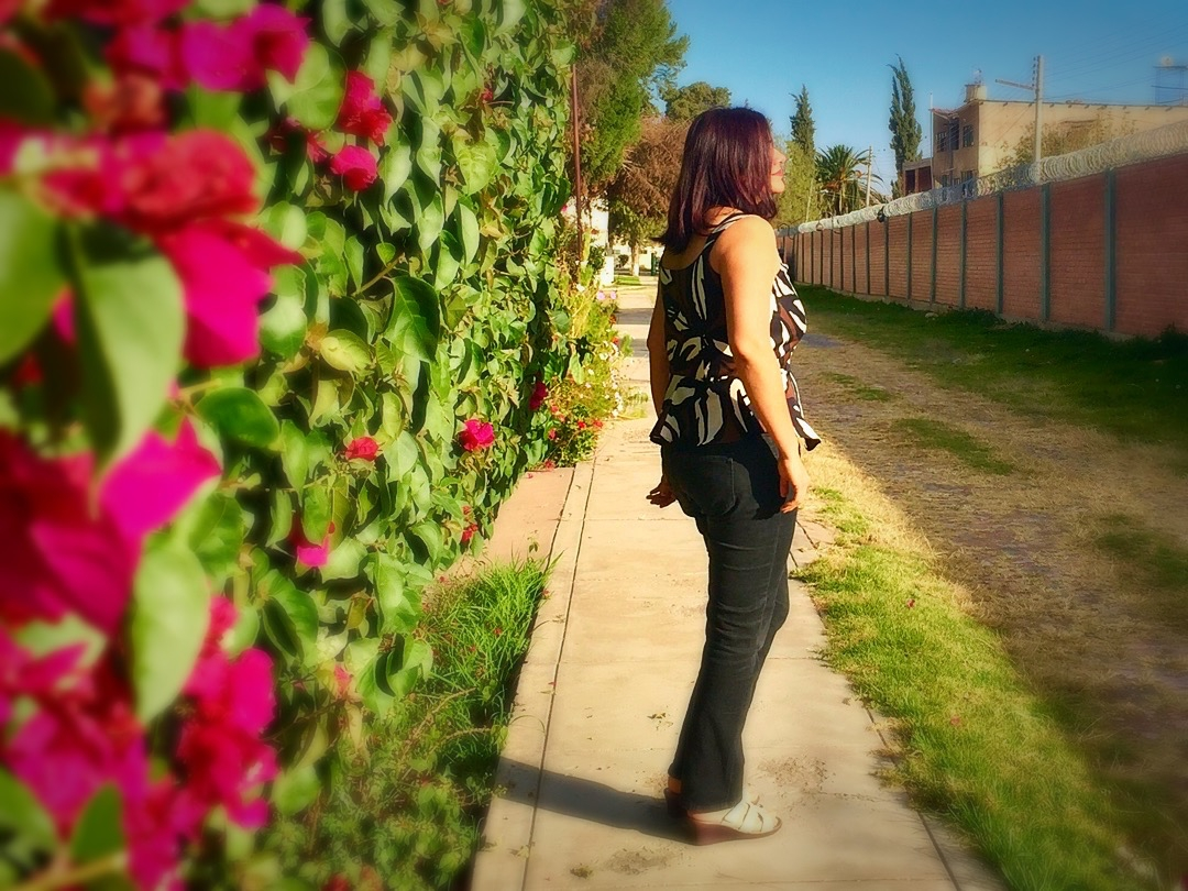 Karina Trinidad (@liftingpinsandneedles) Cover Image