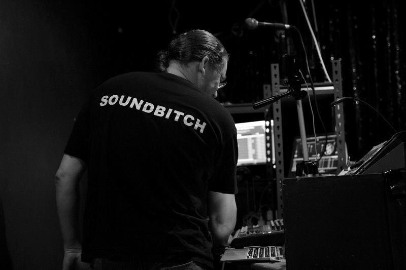 Andrew Lindsay (@soundbitch) Cover Image