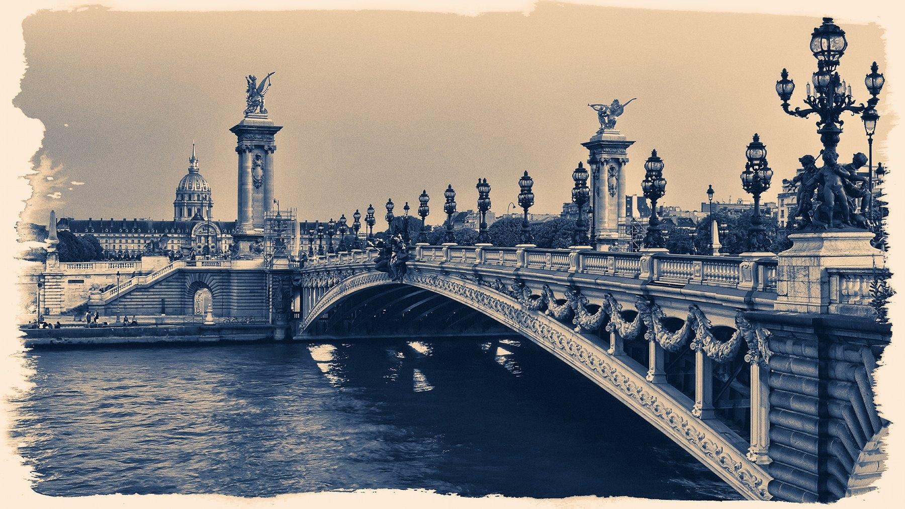Anrusa Paris (@anrusa_paris) Cover Image