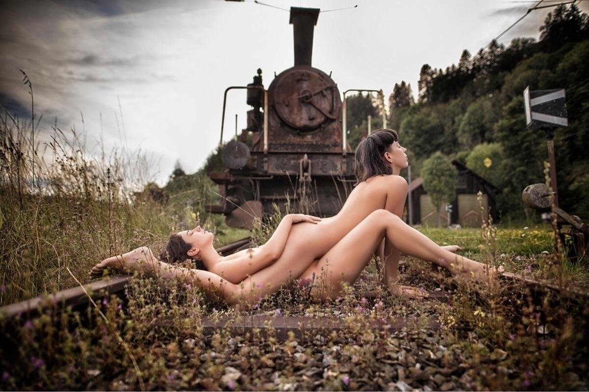 Rouse Renoir (@rouserenoir) Cover Image