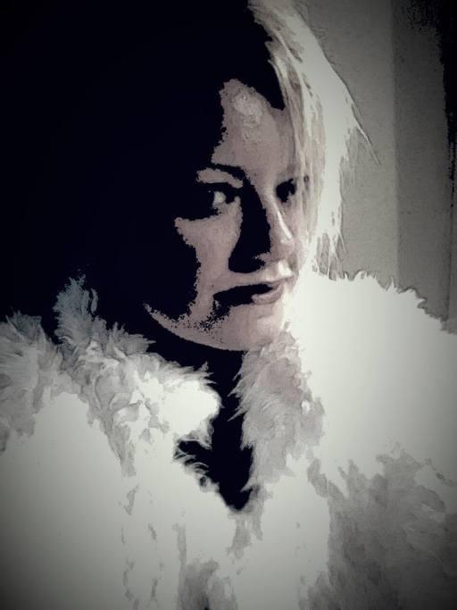Vicki C (@chameleongirl1) Cover Image