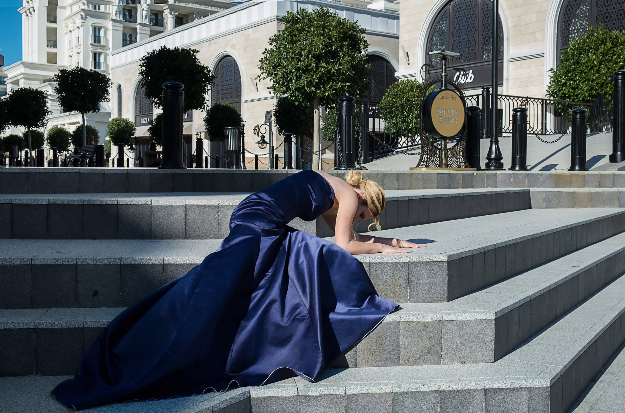 Julia Guch  (@juliaguch) Cover Image
