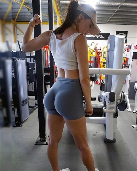 Paige Caracas (@paige_caracas) Cover Image