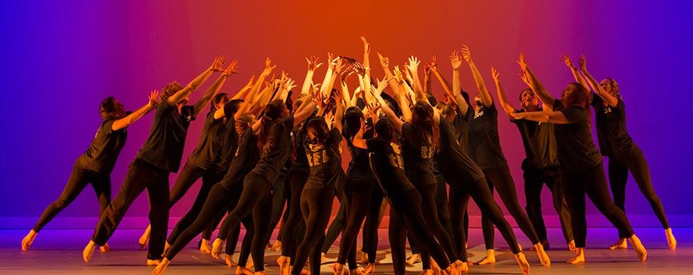 Theatre & Performance Com (@theatre_performance) Cover Image