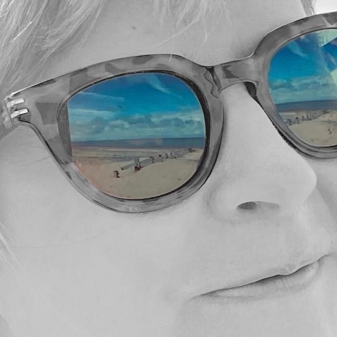 Helen (@nellie-ashton) Cover Image
